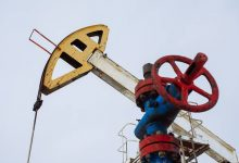Brent crude oil on ICE in London drops