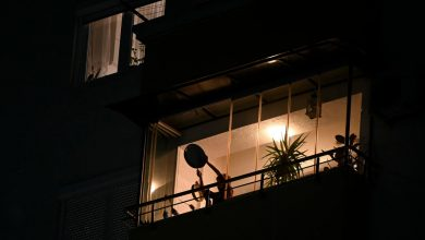 Photo of Kosovo protests politicians from balconies in the time of coronavirus