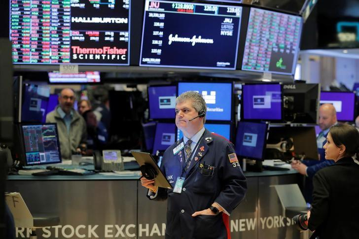Wall Street rises after unemployment data in the hope of new incentives