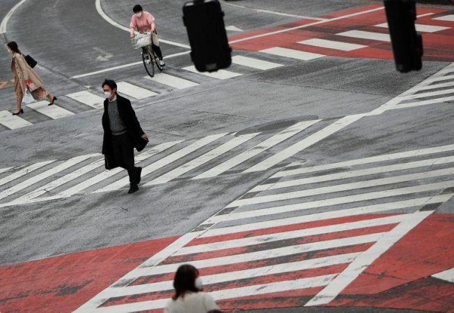 Japan stocks lower amid concerns over Tokyos isolation