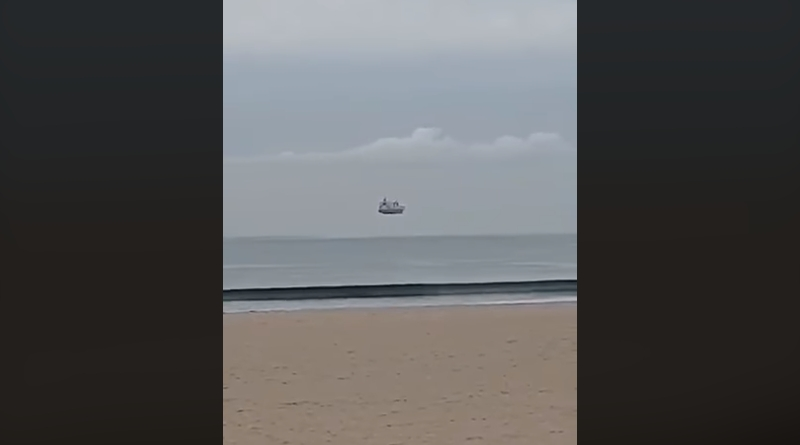 New Zealand woman captures a ship floating in the air