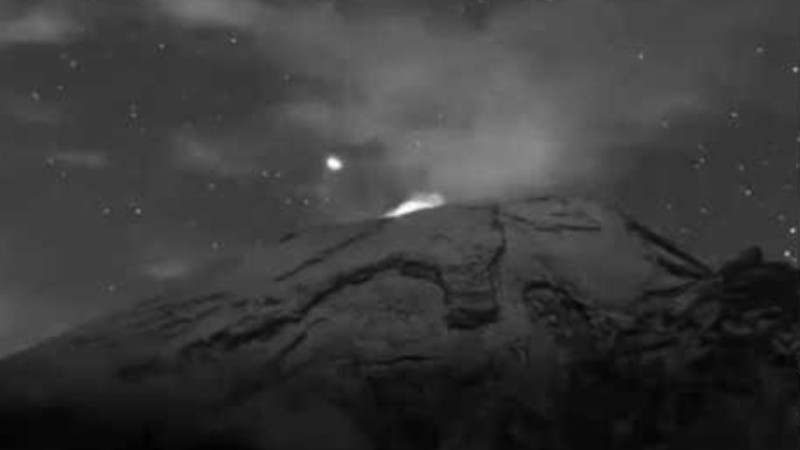 UFO flew out of Popocatepetl volcano again video published