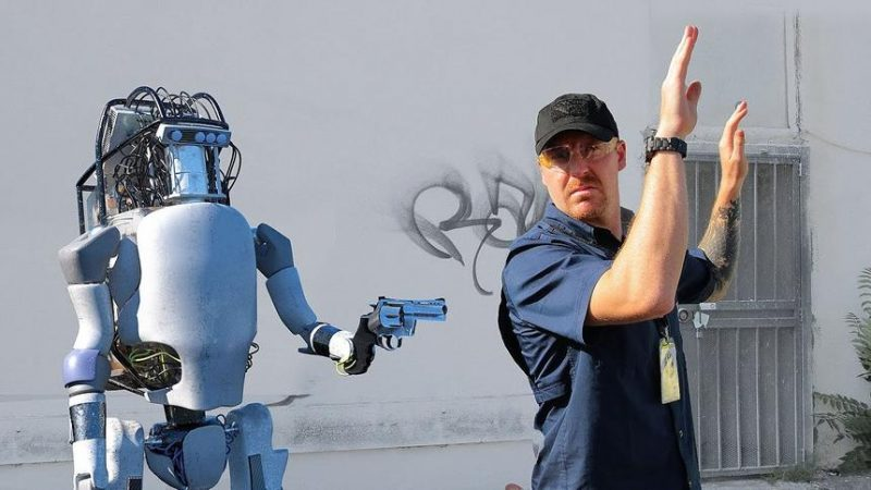 A robot to support users of the largest social network suddenly began to insult people