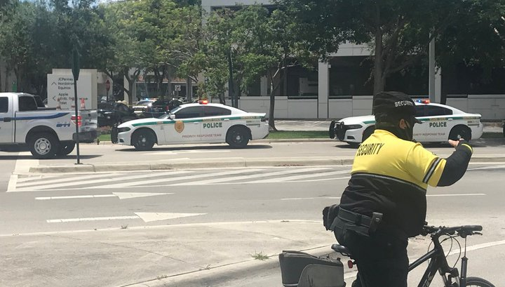 A shootout occurred in a mall in Florida