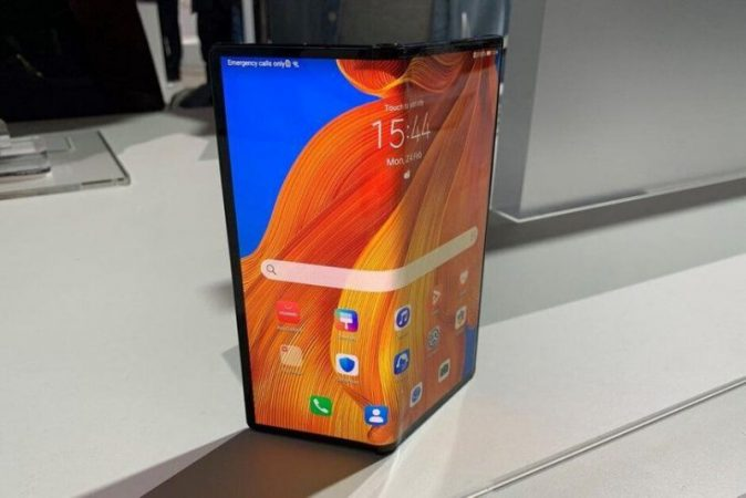 Huawei may release a cheaper flexible smartphone in the fall of