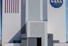 NASA repaints its story flag logo on VAB