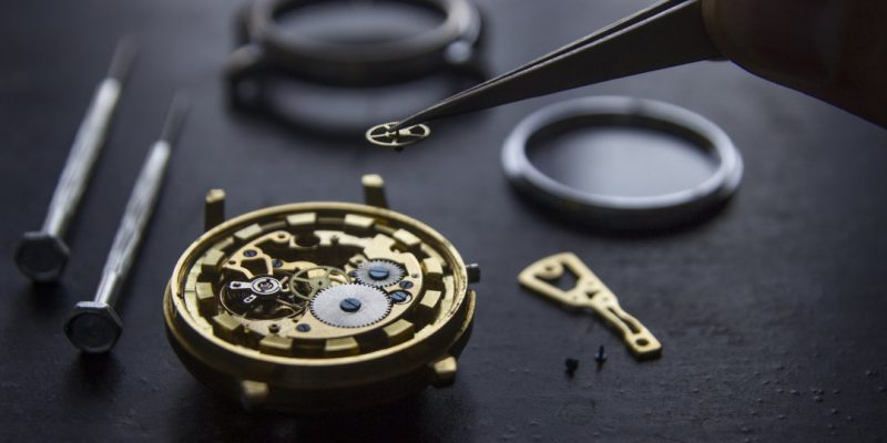 Swiss watch exports collapse by in April