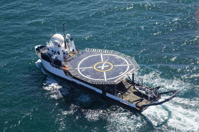The ship Go Searcher SpaceX training to save the Dragon capsule rescued a sinking boat