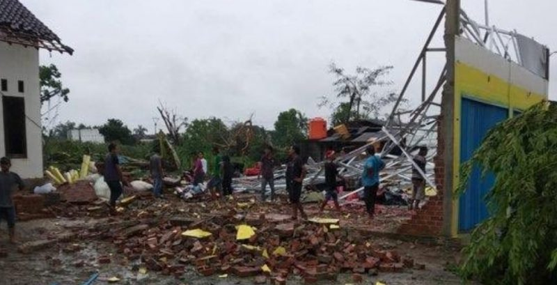 Tornado hit Sumatra killing people and damaging houses