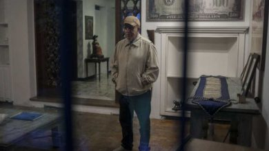 Why Apple could pay billions to Pablo Escobars brother