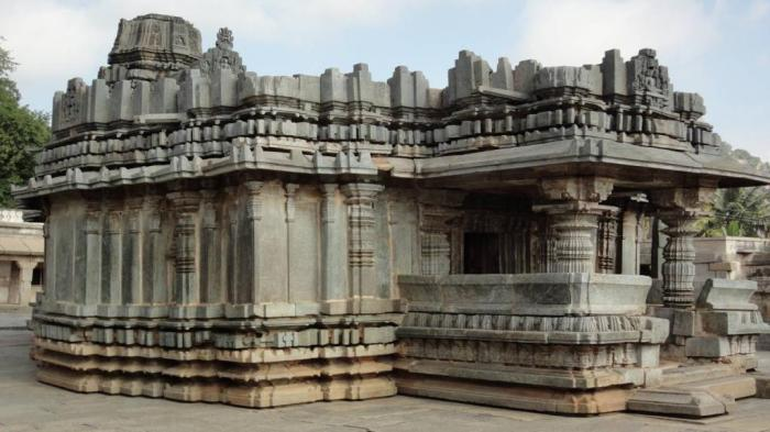 Carved columns of ancient temples in the city of Shravanabelagola India 2