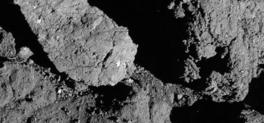 NASA probe first detected the formation of cracks on a rocky asteroid under the influence of the Sun