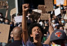 US protests turn into violence against whites
