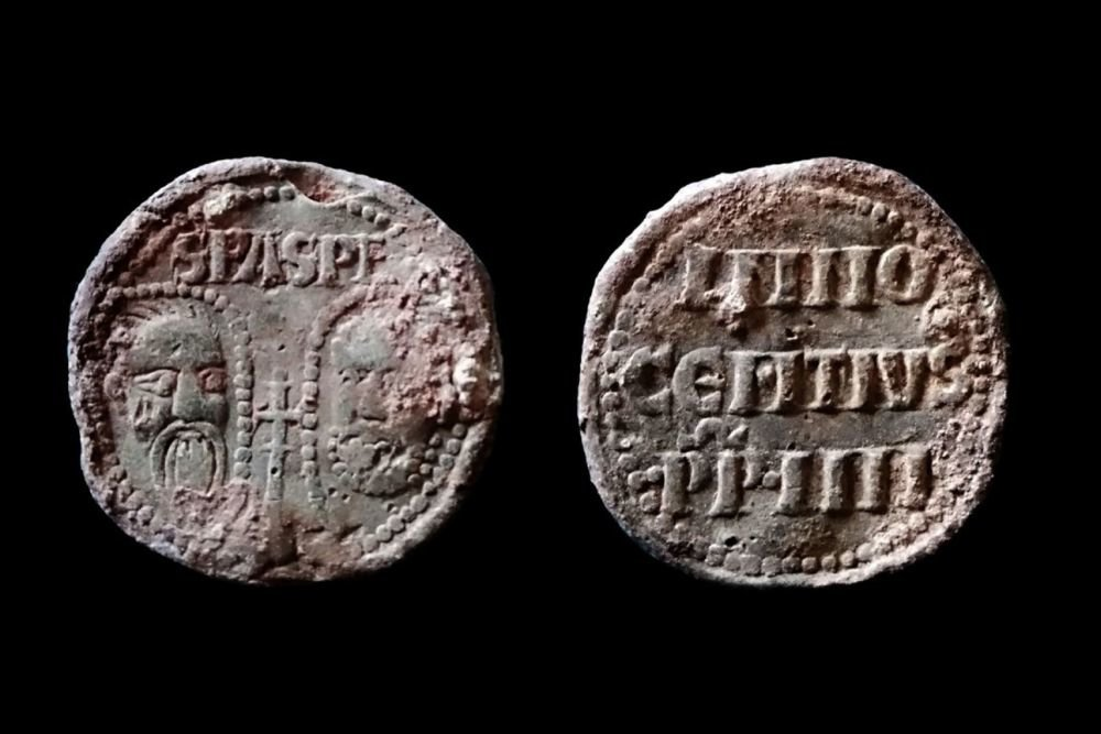 In the UK discovered the 700 year seal of the Pope