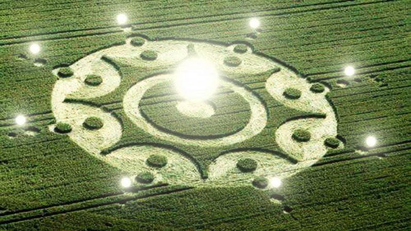UFO draws crop circles