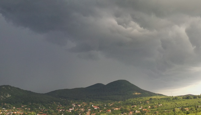 Ultrafast UFO filmed drone camera over Hungary