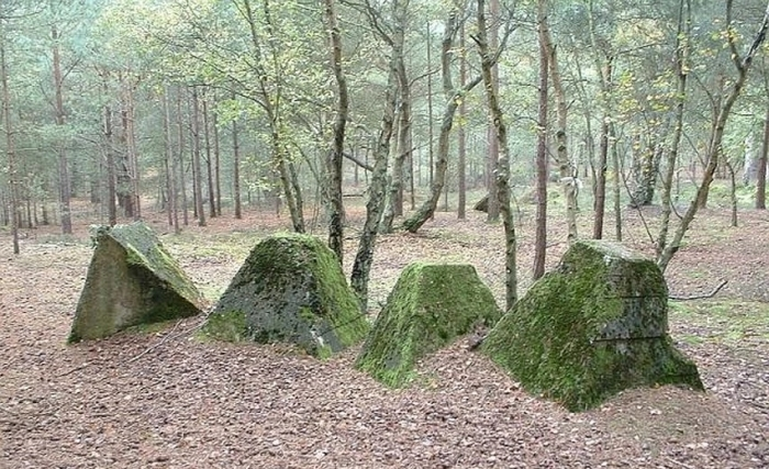 What strange pyramids are found in Russian forests 2