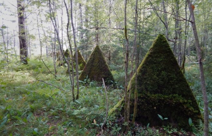 What strange pyramids are found in Russian forests