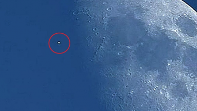 mysterious object rushed near the moon at high speed