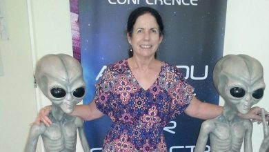 Australia claims that she communicates with aliens since childhood