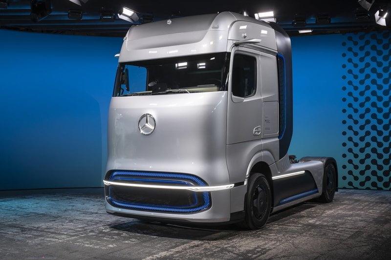 Hydrogen truck Mercedes Benz 2