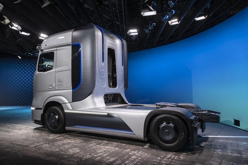 Hydrogen truck Mercedes Benz 3