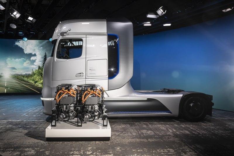 Hydrogen truck Mercedes Benz 4