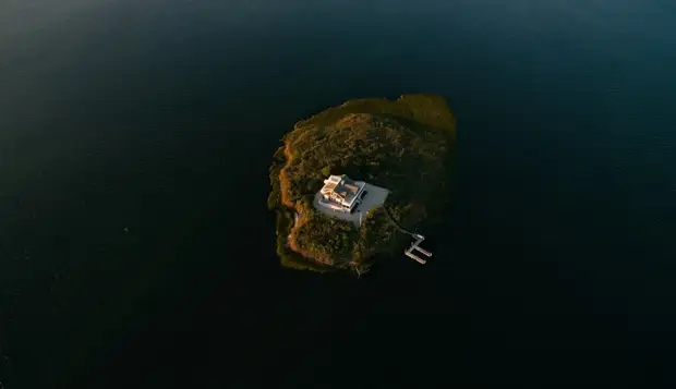 Smallest inhabited islands