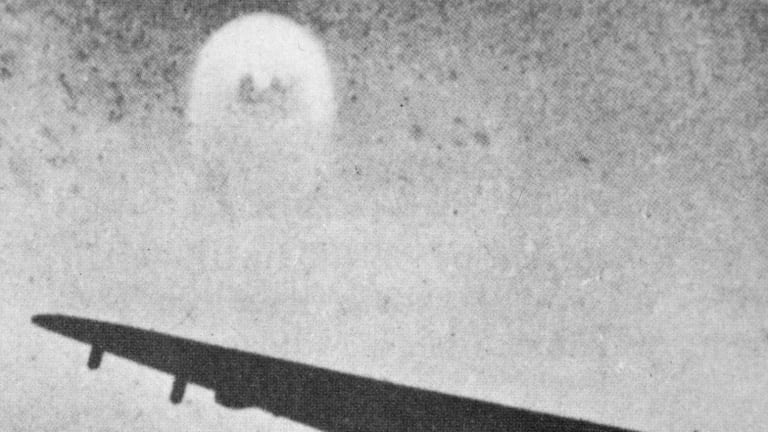 US special forces engaged in combat with aliens during the Vietnam war