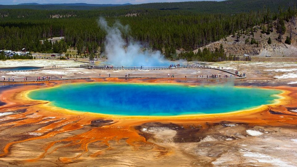 Geologists have discovered at the bottom of Yellowstone Lake bloodbaths