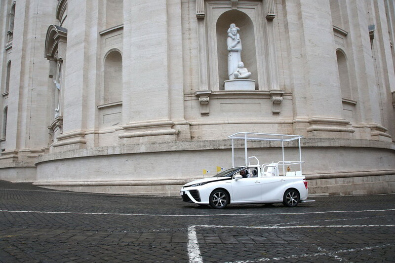 Pope moved to hydrogen car