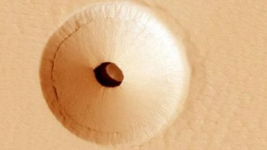 Whats wrong with this hole on Mars