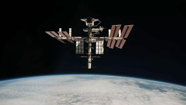 Astronauts report that ISS air leak continues