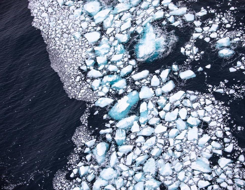 The destruction of the giant iceberg was removed from the plane 2