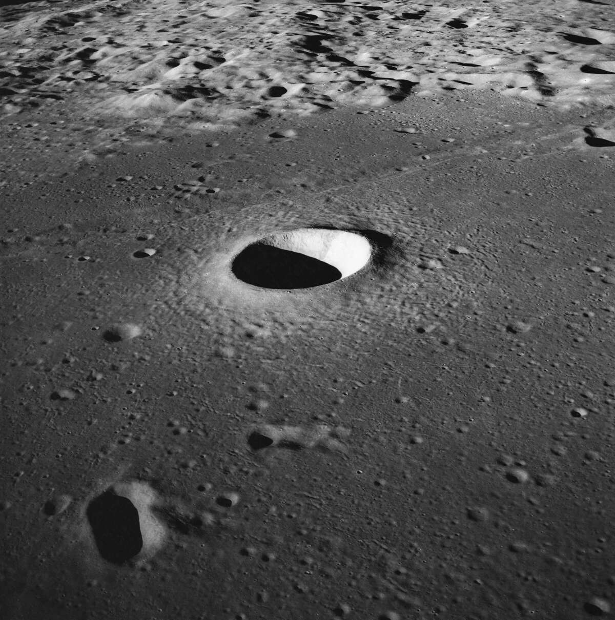 Artificial intelligence helps count craters on the moon