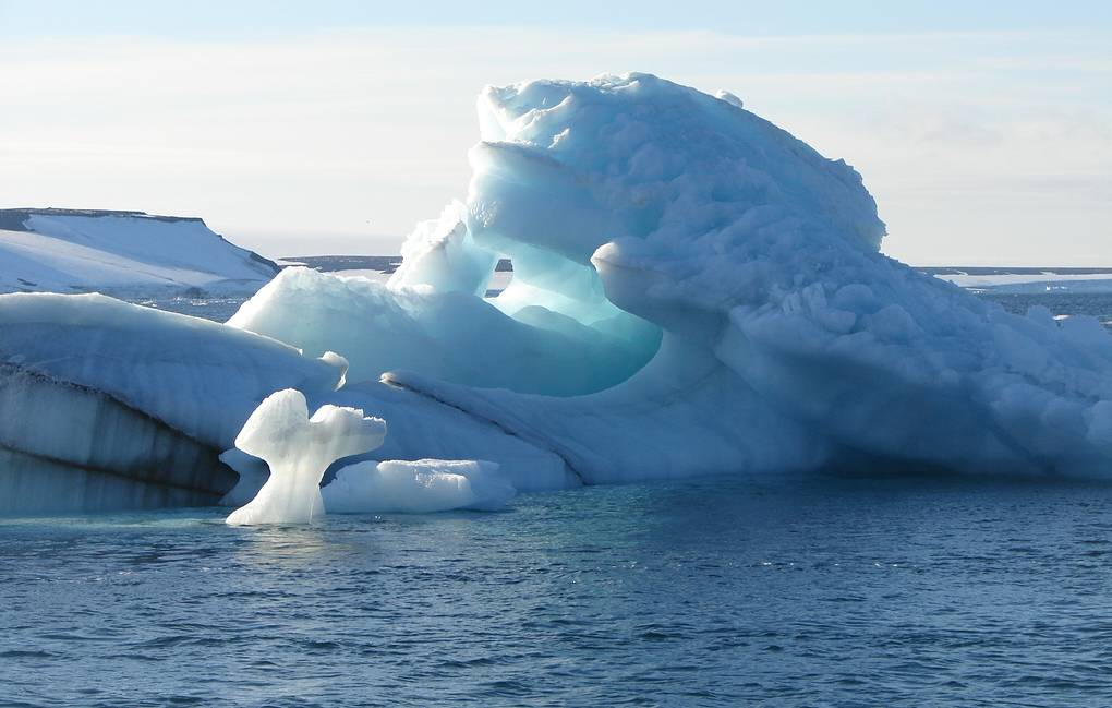 Many synthetic fibers found in Arctic water and ice