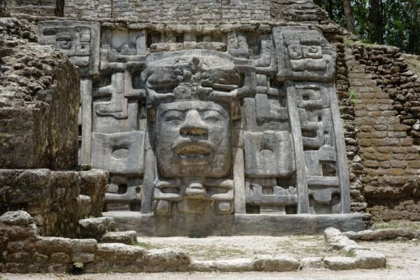 Mayan giant mask found in Mexico