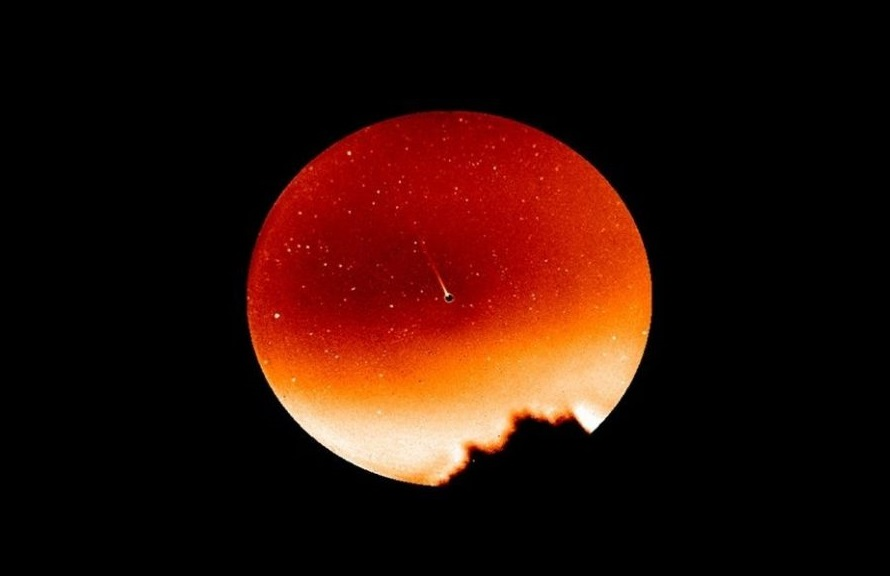 Mercury is a planet with a tail This is how it is possible