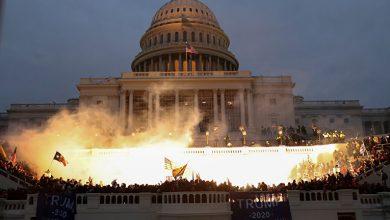 Trump crowd storms US Capitol