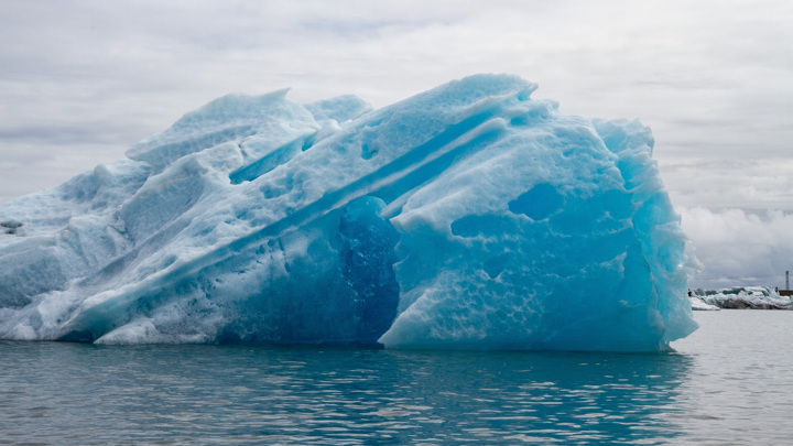 Icebergs movement from Antarctica signals the beginning of an ice age