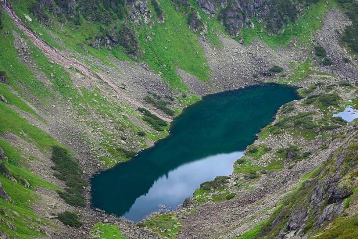 Toxic nature the most dangerous lakes on the planet in which you can not swim 6