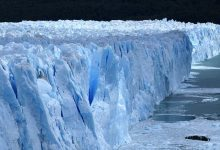 A glacier in Alaska suddenly began to move very quickly
