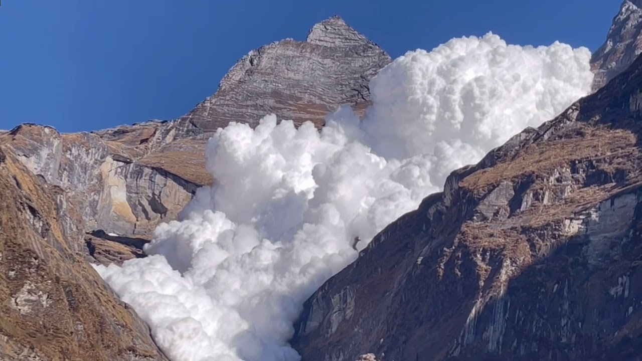 Huge snow avalanche was filmed by tourists during a vacation in Nepal