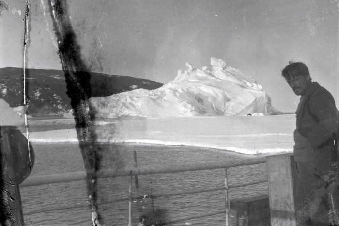 Huge spiders black and white photos and an asteroid underground what is hidden by the ice of Antarctica 2
