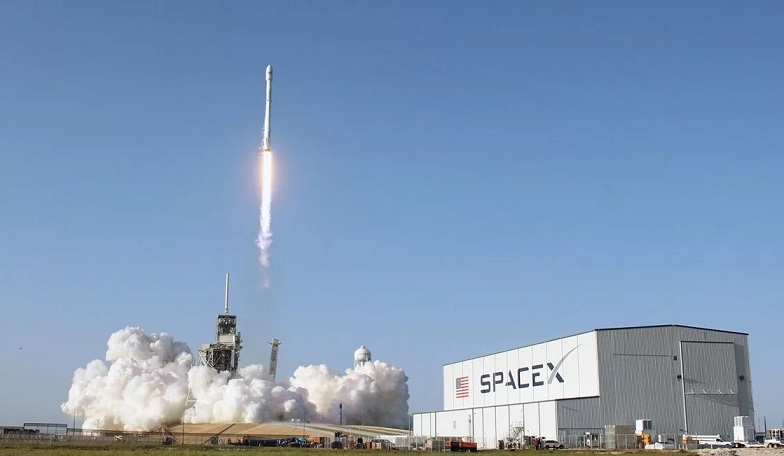 SpaceX will send people to the moon