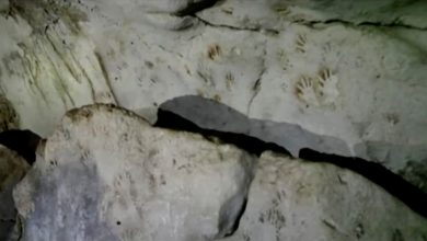 Another mystery found in a Mayan cave red and black prints of people