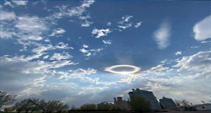 Heavenly Portal to a New Dimension opens in the Vermont skies over the US 3