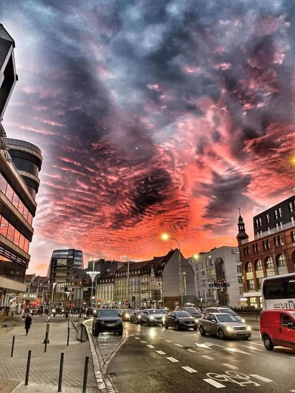 Strange clouds are seen all over the world 15