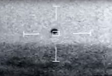 US Navy sailors capture a UFO falling into the Pacific Ocean