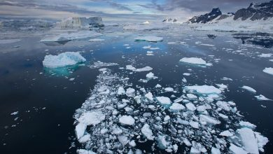 In Greenland 8 5 billion tons of ice melted in just one day
